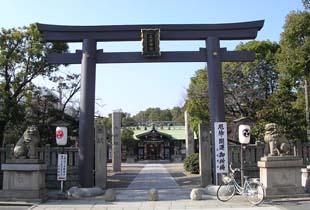 三社神社 750m