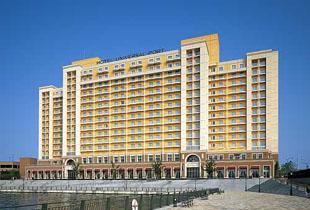 ホテルユニバーサルポート 350m
